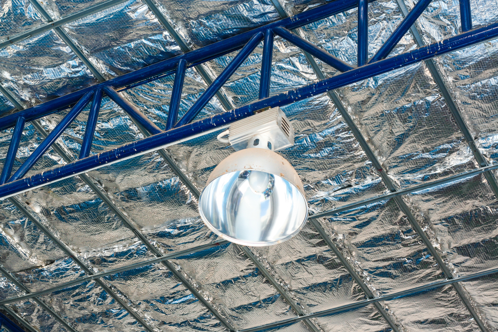 Warehouse Lighting: How to Choose the Best Lighting For Your Warehouse